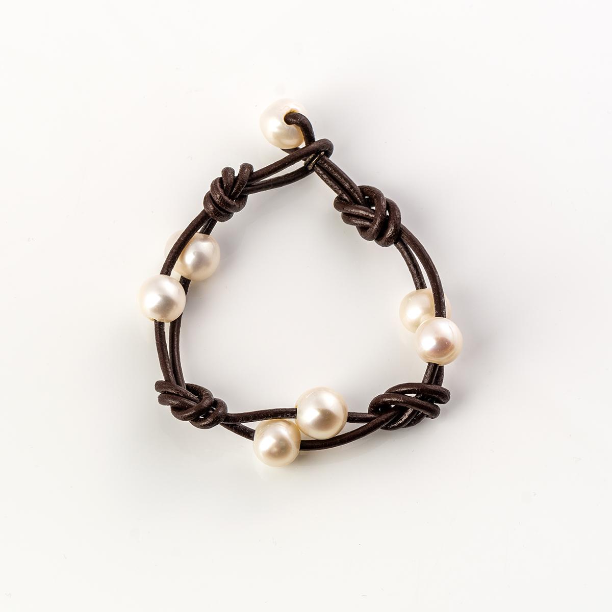 2c8a0c5aff01 Pulsera plata de ley cuero nudos y siete perlas